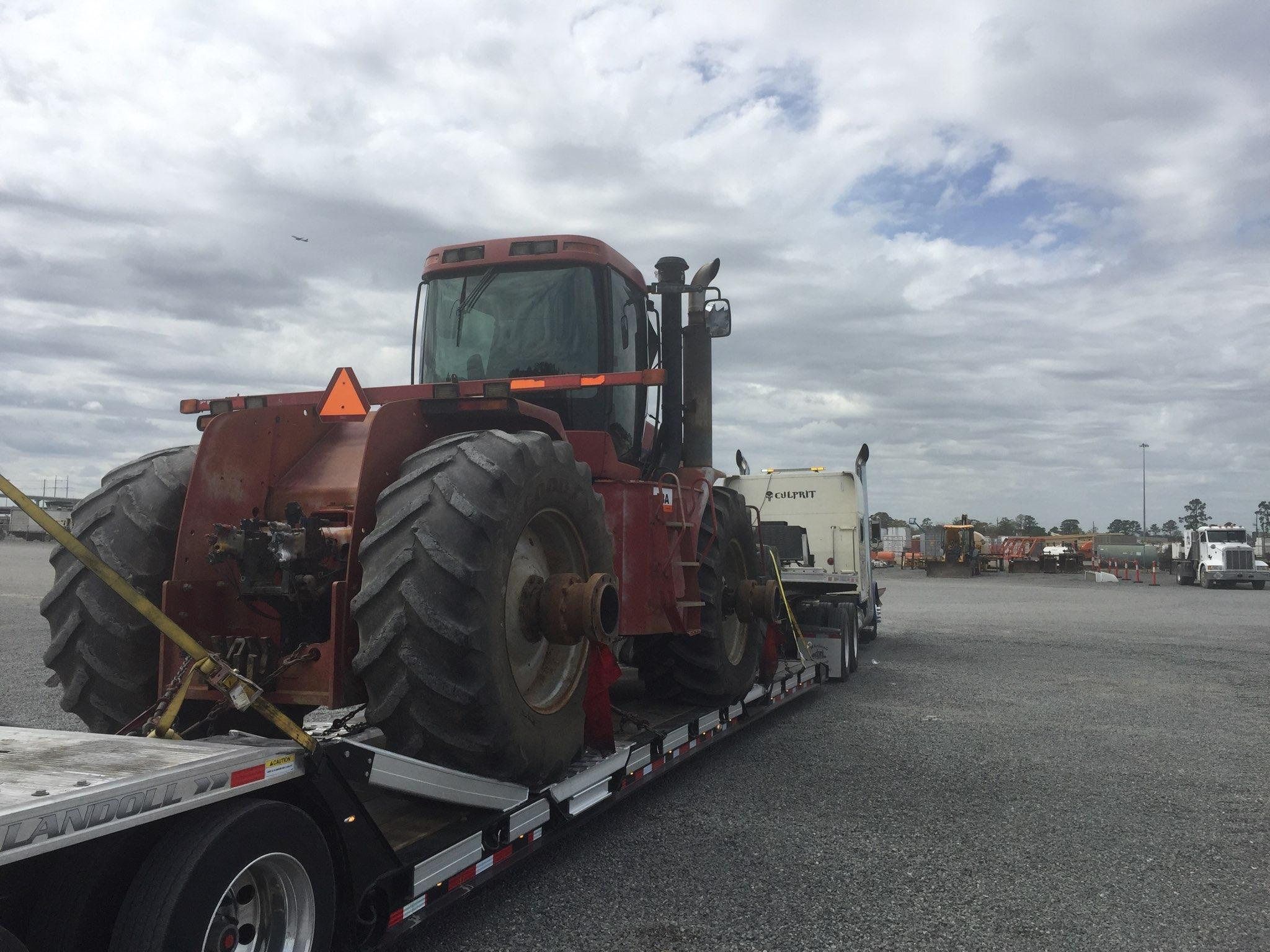 Shipping CaseIH MX285 Magnum Tractor