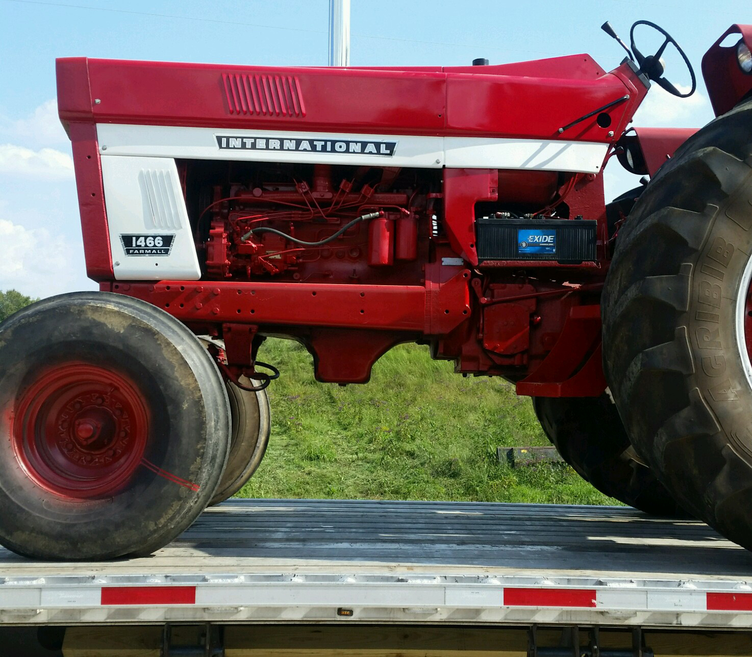 Transporting International Farmall 1466 Tractor